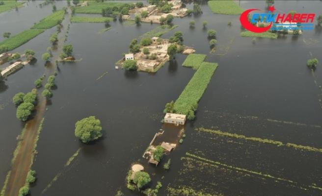 Pakistan'da muson yağmurları 40 günde 60 can aldı