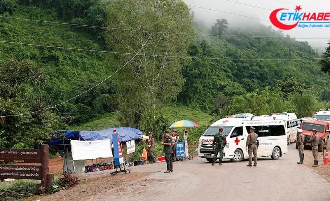 Tayland'da mağarada mahsur 12 çocuk ve antrenör kurtarıldı