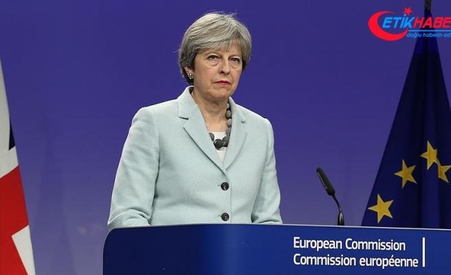 Theresa May Brexit sürecinde ipleri eline aldı