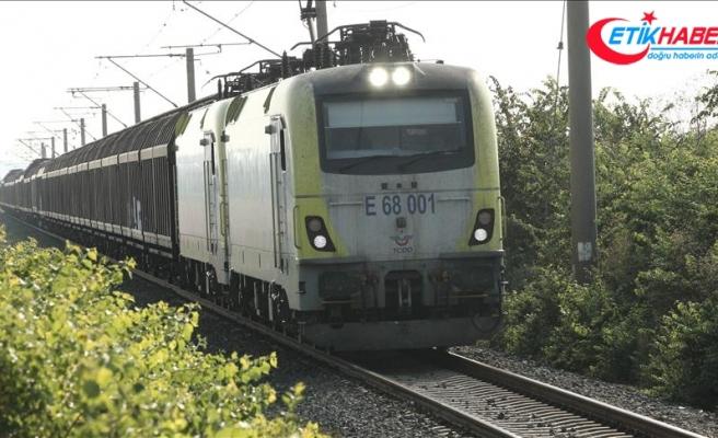 Tren kazasının yaşandığı hatta seferler devam ediyor