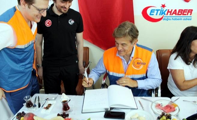 Ünlü cerrah Mehmet Öz'den Suriyeli sığınmacılara ziyaret