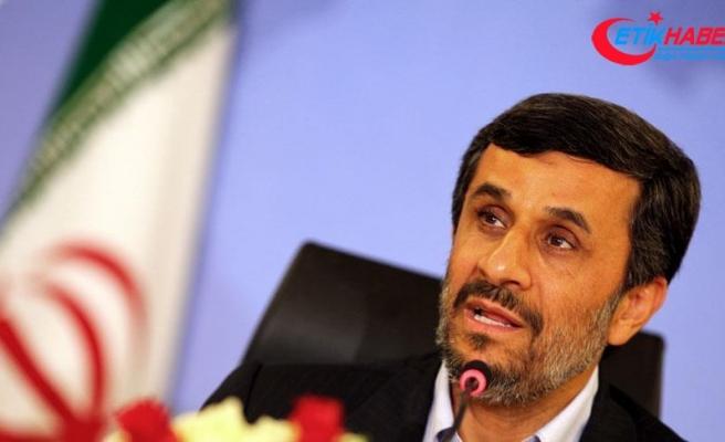 Ahmedinejad'dan Trump'a 'Yeşil Kart sahibi hükümet yakınlarını açıkla' çağrısı