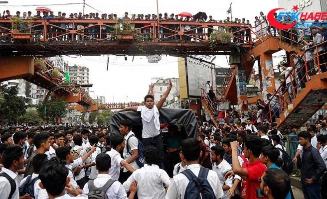 Bangladeş'te öğrenci protestoları nedeniyle eğitime ara verildi