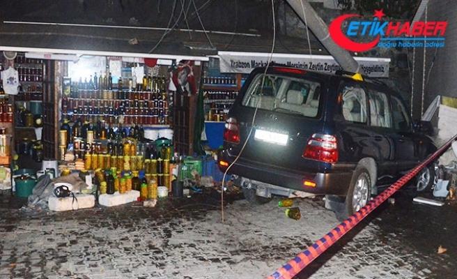 Bursa'da cip, zeytin dükkanına daldı: 2 ölü, 1 yaralı