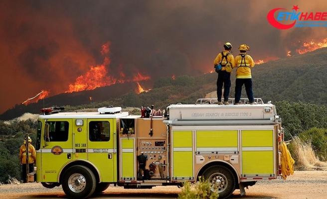 California tarihinin en büyük yangınıyla mücadele ediyor