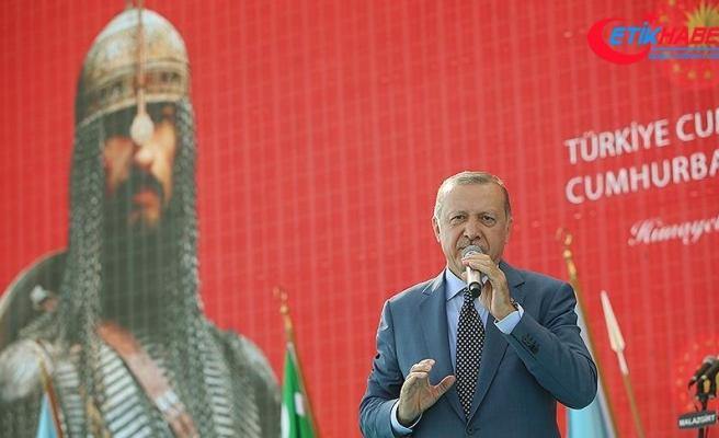 Cumhurbaşkanı Erdoğan: Malazgirt'te nasıl bir millet olduğumuzu cümle aleme ilan ettik