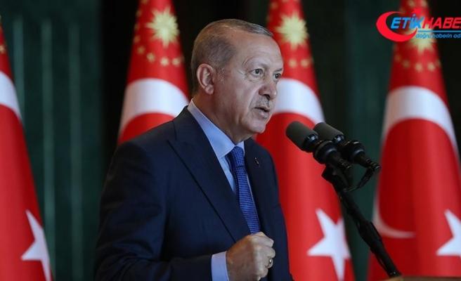 Cumhurbaşkanı Erdoğan: Zaferlerini masa başında değil er meydanında kazanmakla maruf bir milletiz