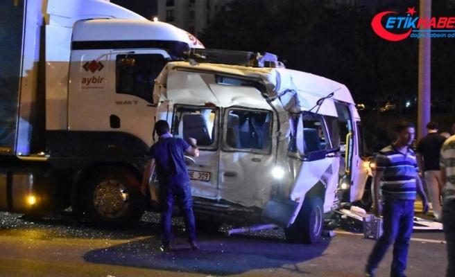 Hasta ziyaretinden dönerken kaza yaptılar: 13 yaralı