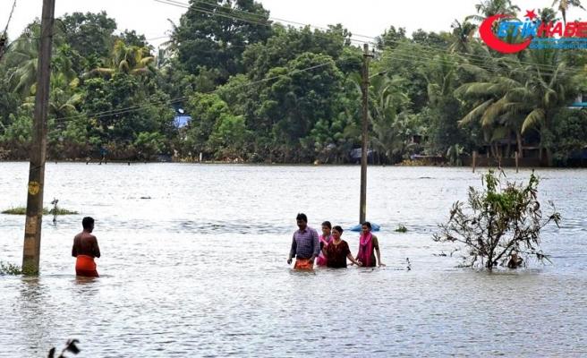 Hindistan'daki sel felaketinde hayatını kaybedenlerin sayısı artıyor