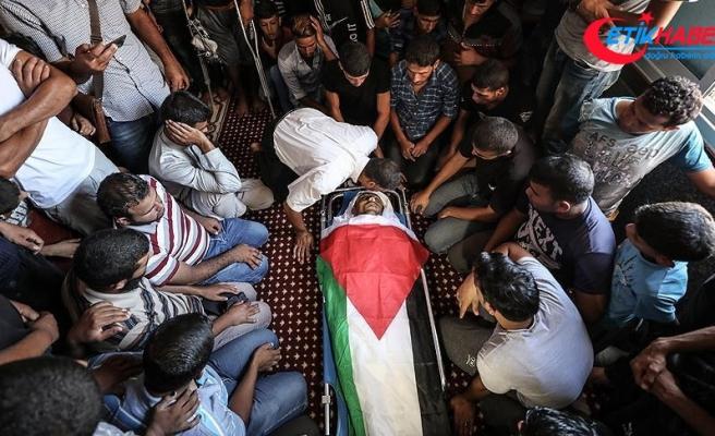 İsrail askerlerinin şehit ettiği Filistinlinin cenazesi defnedildi