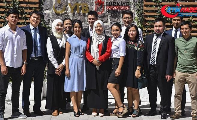 Kırgız gençler Cumhurbaşkanı Erdoğan'ın ziyaretinden umutlu