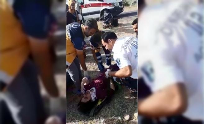 Otomobil, durağa çarpıp şarampole devrildi: 1'i bebek 4 yaralı