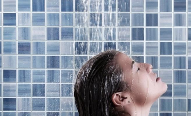 """""""Sık yıkama saç dökülmesini artırabilir"""""""
