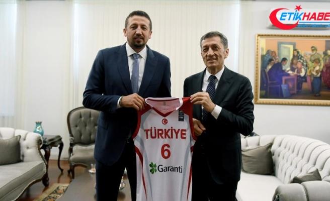 TBF Başkanı Türkoğlu'ndan, Bakan Selçuk'a ziyaret