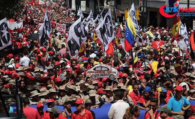 Venezuela'da Maduro destekçileri sokaklara döküldü