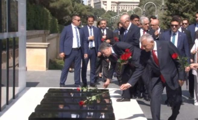 Yıldırım Azerbaycan ve Türk Şehitliklerini ziyaret etti