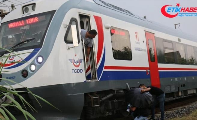 Yolcu treninin çarptığı yaya ağır yaralandı