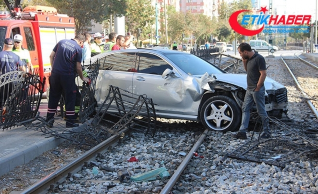 Ehliyetine 2 kez el koyulan sürücü, bu kez kaza yaptı