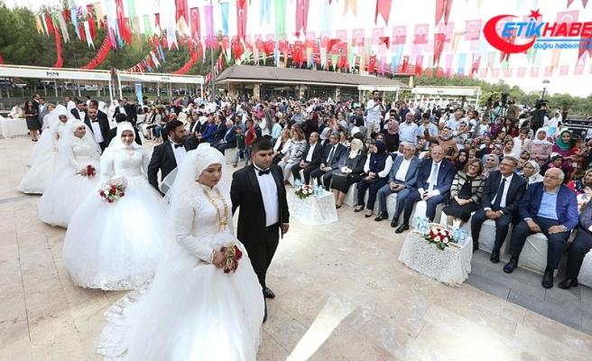 Gaziantep'te 50 çiftin nikahı kıyıldı