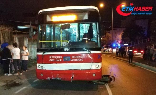 Halk otobüsü motosiklete çarptı: 2 ölü