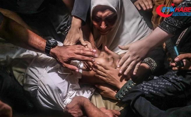 İsrail'in saldırılarında şehit olan Gazzeliler son yolculuğuna uğurlandı