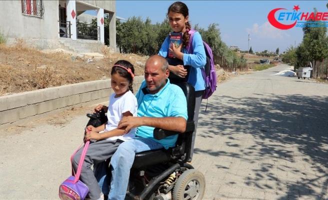 Kızlarının eğitimi için engelleri aşıyor