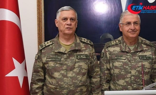 Komutanlar Suriye sınırında