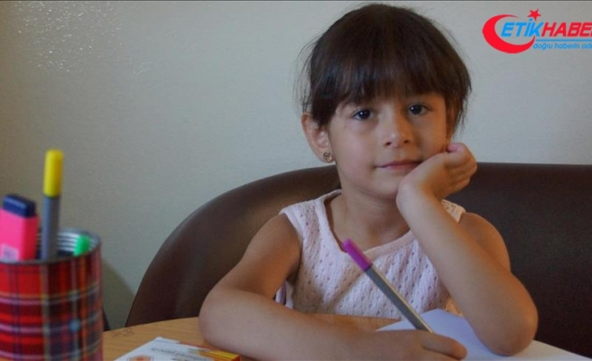 Küçük Hale İdlib'in sesini duyurmak istiyor
