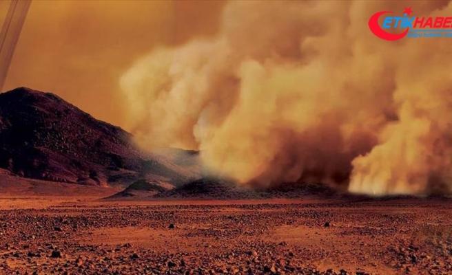 Satürn'ün uydusu Titan'da kum fırtınaları görüntülendi