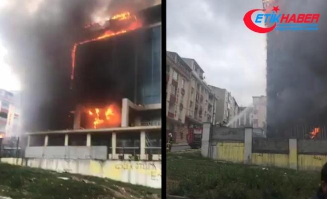 Sultangazi'de huzurevi alev alev yandı
