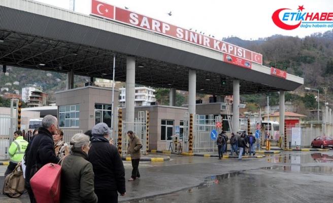 Valizin içinde Türkiye'ye girmeye çalışırken yakalandı
