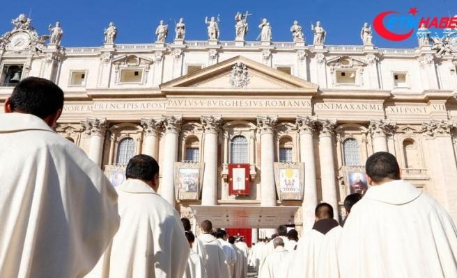 Vatikan'da Pensilvanya'da ortaya çıkan çocuk istismarı görüşüldü