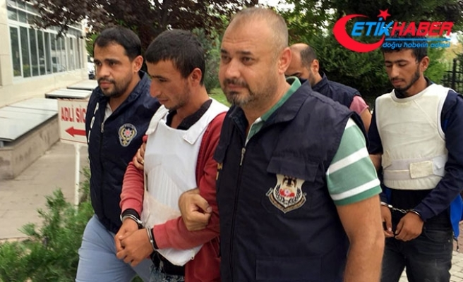 YPG'li 2 terörist, tarlada çalışırken yakalandı
