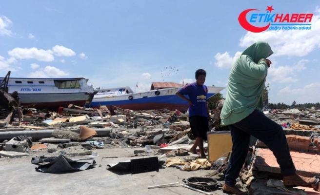 Endonezya'da felaketin bilançosu artıyor