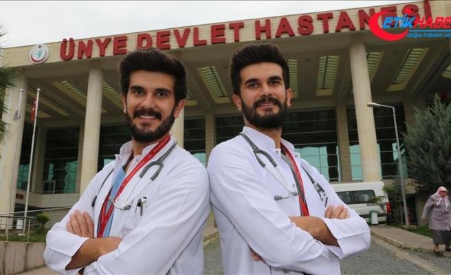 İkiz doktorlar Ordu'da şifa dağıtıyor