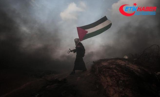 İsrail askerleri Gazze sınırında 77 Filistinliyi yaraladı