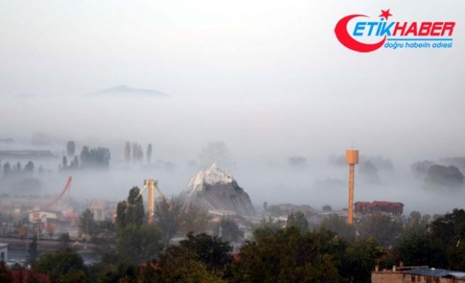 Kayseri'de yoğun sis, Erciyes'te kar