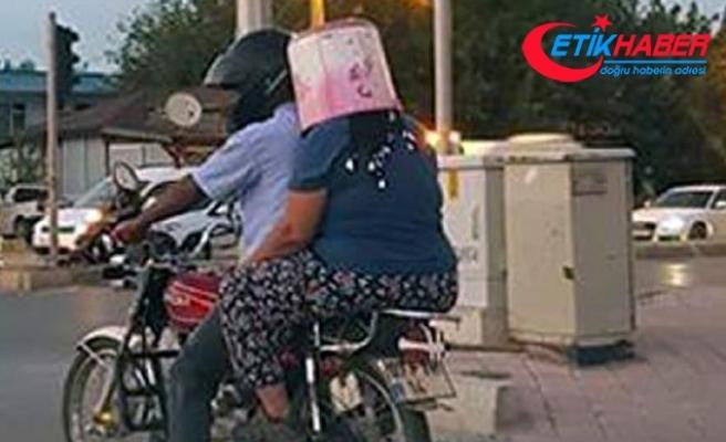 Motosiklette kask yerine kova taktı