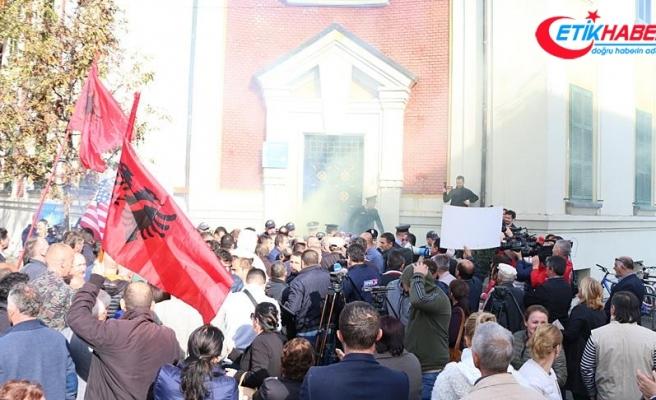 Arnavutluk'ta 'çevre yolu' protestosu