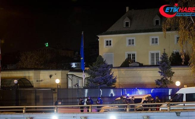 Avusturya Büyükelçiliği önünde ateş açan zanlılar yakalandı