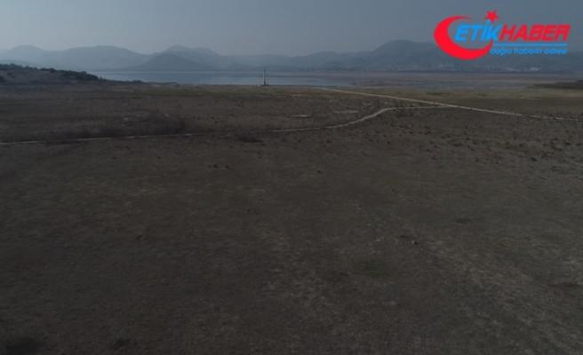 Baraj suyu çekildi, köy ortaya çıktı