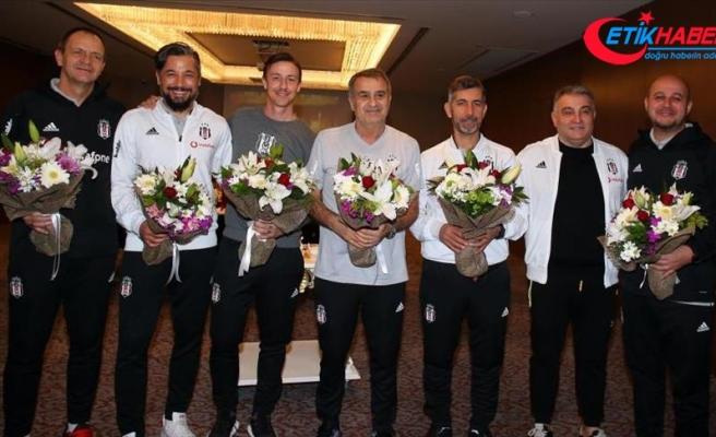 Beşiktaş'ta Şenol Güneş'in Öğretmenler Günü kutlandı