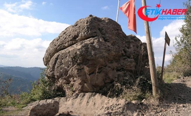 Hz. Ali'nin Zülfikar'la kestiği rivayet edilen kayaya defineciler dadandı