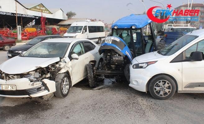 Kavşakta kaza traktör ikiye bölündü; 1 yaralı
