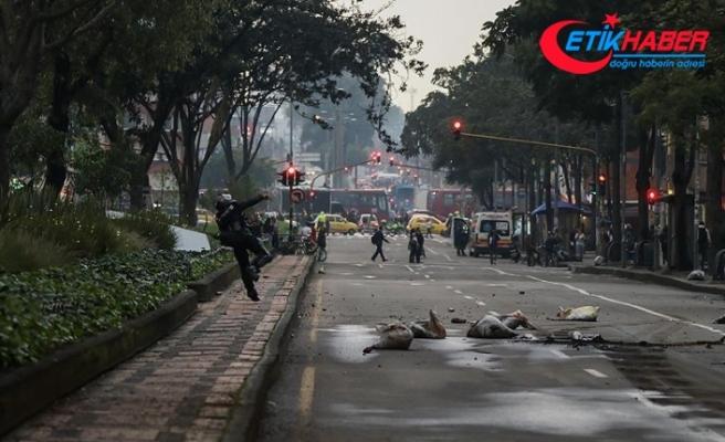 Kolombiya'da üniversite öğrencileri polisle çatıştı