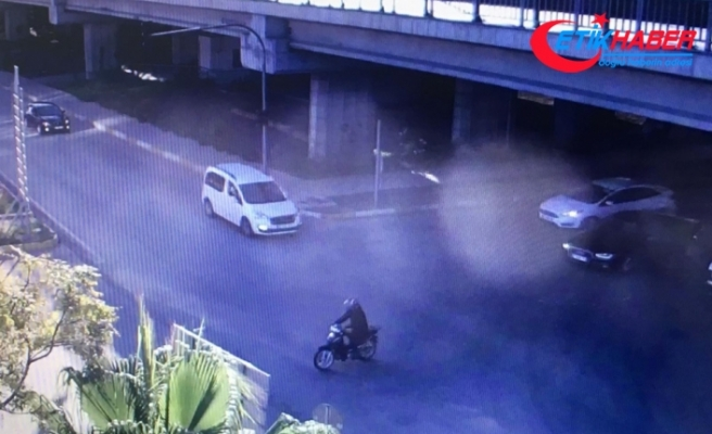 Otobüsten inen kız öğrenciye silahlı gasp