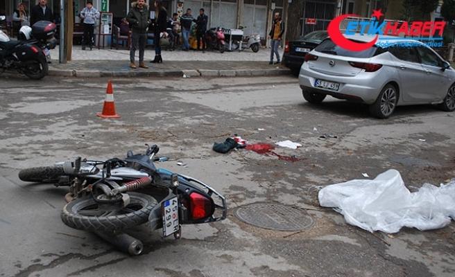 Otomobil ile çarpışan motosikletteki 2 liseli yaralandı