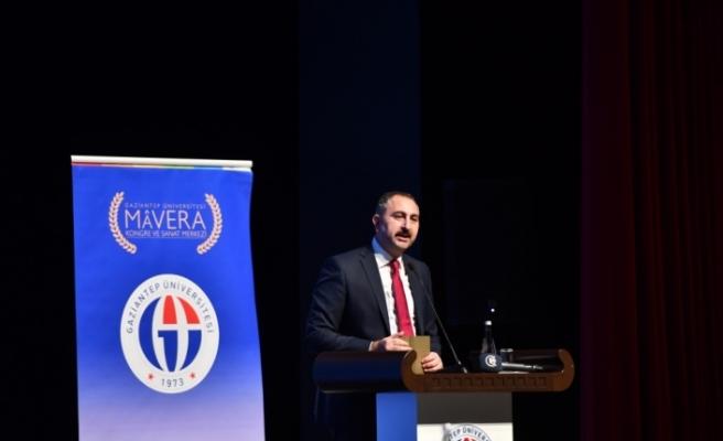 """""""Türkiye yerli ve milli, bir o kadar da evrensel bir ülke olmuştur"""""""