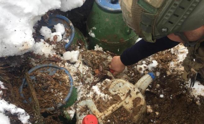 Bitlis'te toprağa gömülü 160 kilo patlayıcı ele geçirildi