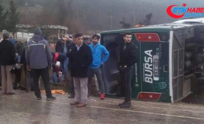 Bursa'da cenazeden dönenleri taşıyan midibüs devrildi: 19 yaralı